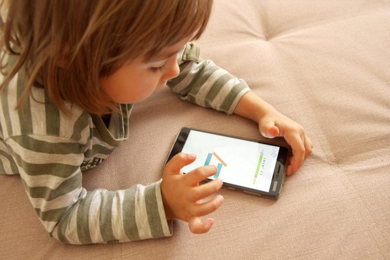 uso de celulares en bebés